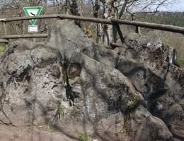 Der Geiselstein: Ein Geotop im Geopark der Vulkanregion Vogelsberg Hessen